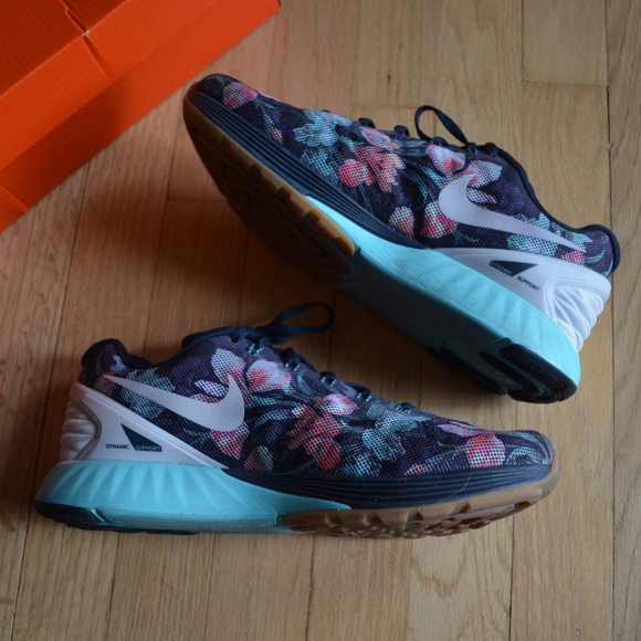 pretty nice 6a23d d0501 Nike Lunarglide 6 Photosynth Floral Sneakers. M 5ac42e5050687c1a1650aea8